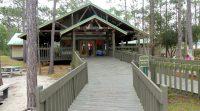 Een bezoekerscentrum met natuurgebied aan de rand van Orlando.
