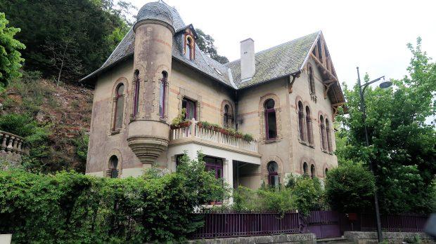 De statige Villa Russe, eind 19 e eeuw. Een bijzonder bouwwerk, officieel Frans erfgoed.