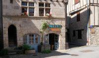 Een mooi middeleeuws pandje in het centrum van het dorp.