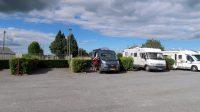De keurige gratis camperplaats in Réquista. Mét water en faciliteiten om te lozen.