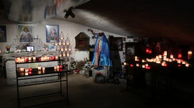 De crypte met de zwarte Madonna, onder het koor.