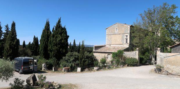 Onze plek bij wijnboer/Chateau Petit Sonnailler.