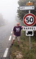 Onderweg naar Apt op de Col du Pointu (499m) is het met 14 graden koud en behoorlijk mistig!