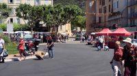 De markt is in het hele stadje, op verschillende pleinen en straatjes.