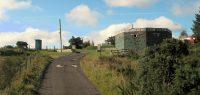 De entree van de camping... Rechts een oude RAF-bunker.