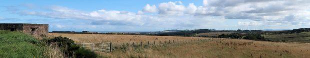 Het vrije uitzicht vanaf de heuvel de camper. Links nog een RAF-bunker.