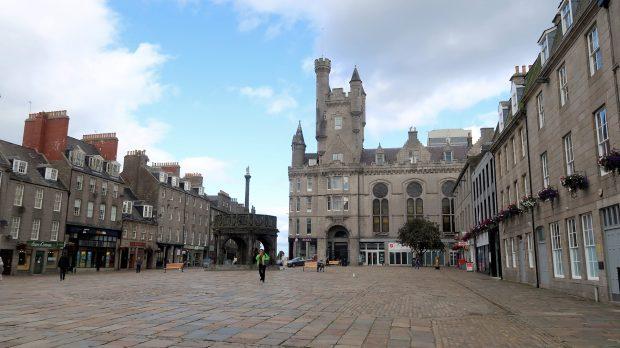 Een marktplein in Aberdeen.