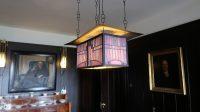 Lamp boven de tafel in de eetkamer.