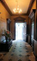 Wij komen Treasurer's House binnen door een zij-ingang.