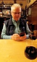 Een glas rode Ahrwein, het eten komt er zo aan!
