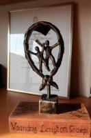 Het beeldje thuis. Op de achtergrond een eerdere onderscheiding van Scouting Nederland.
