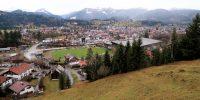 Vanaf de geocache heb je een mooi uitzicht over Oberstdorf.