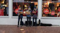 Stemmige kerstmuziek op straat.