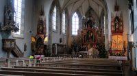 Interieur van de Katholieke kerk in het centrum van Oberstdorf.