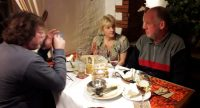 Aan de maaltijd met Peter en Silvia.