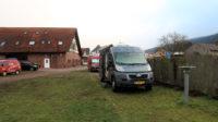 De camperplaats bij Gasthaus Zur Bretzel in Grossheubach.