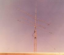Mijn zendmast, nu met 16 ele Tonna voor 2m, 21 ele Tonna voor 70cm en de zelfgemaakte 'rotary dipole' voor 10/15/20 meter.