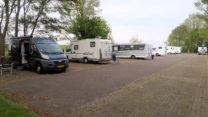 De camperplaats deze ochtend. Plek zat!