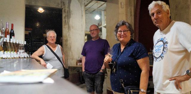 Wijnproeven bij de wijnboer.