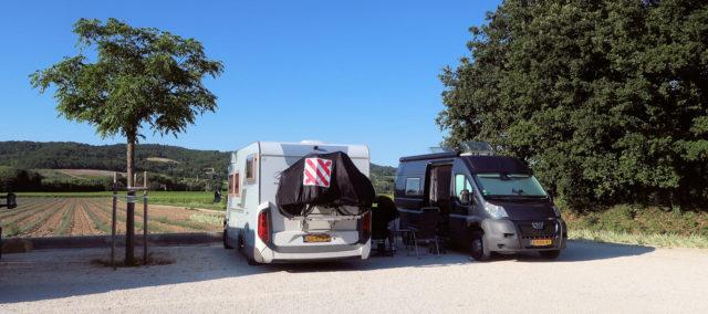 Op de camperplaats bij wijnboer Lauribert.