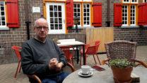 Zo, koffie verdiend op het terras van het oude Roadhoes.