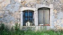 Vergane glorie: uitgewoonde en verlaten woningen.