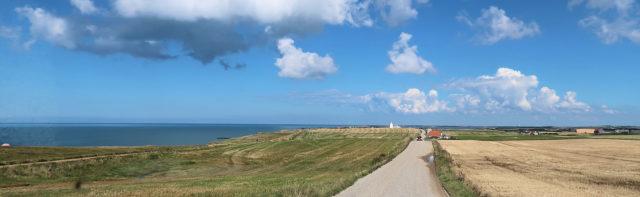 Het landschap met kliffen langs de Deense kust.
