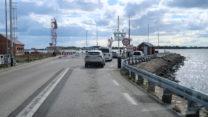 In de rij voor de veerboot van Hals naar Egense.