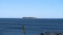 Het eilandje Hjelm waar we op uitkijken.
