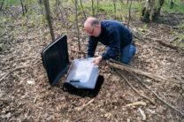 Met afstand de grootste cache die we hebben gevonden! Een kliko ingegraven in het bos...