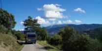 Onderweg. Rechts op de achtergrond de Mont Ventoux.