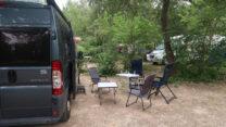 Camping bij Apt: Peter en Lidy staan een aantal plaatsen van ons af...
