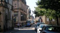 De straten van Langres, in de verte is markt.