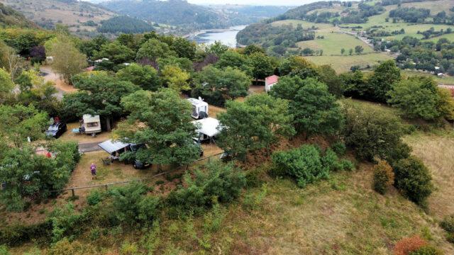 Zo zie je ook nog wat van het landschap om de camping heen.