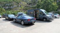 We parkeren 'm naast een Porsche en een Ferrari. Is dit restaurant wel een goede keuze?
